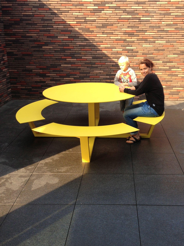 La Grande Ronde, Big Round Design Picnic Table In Aluminium. For 8 To 12