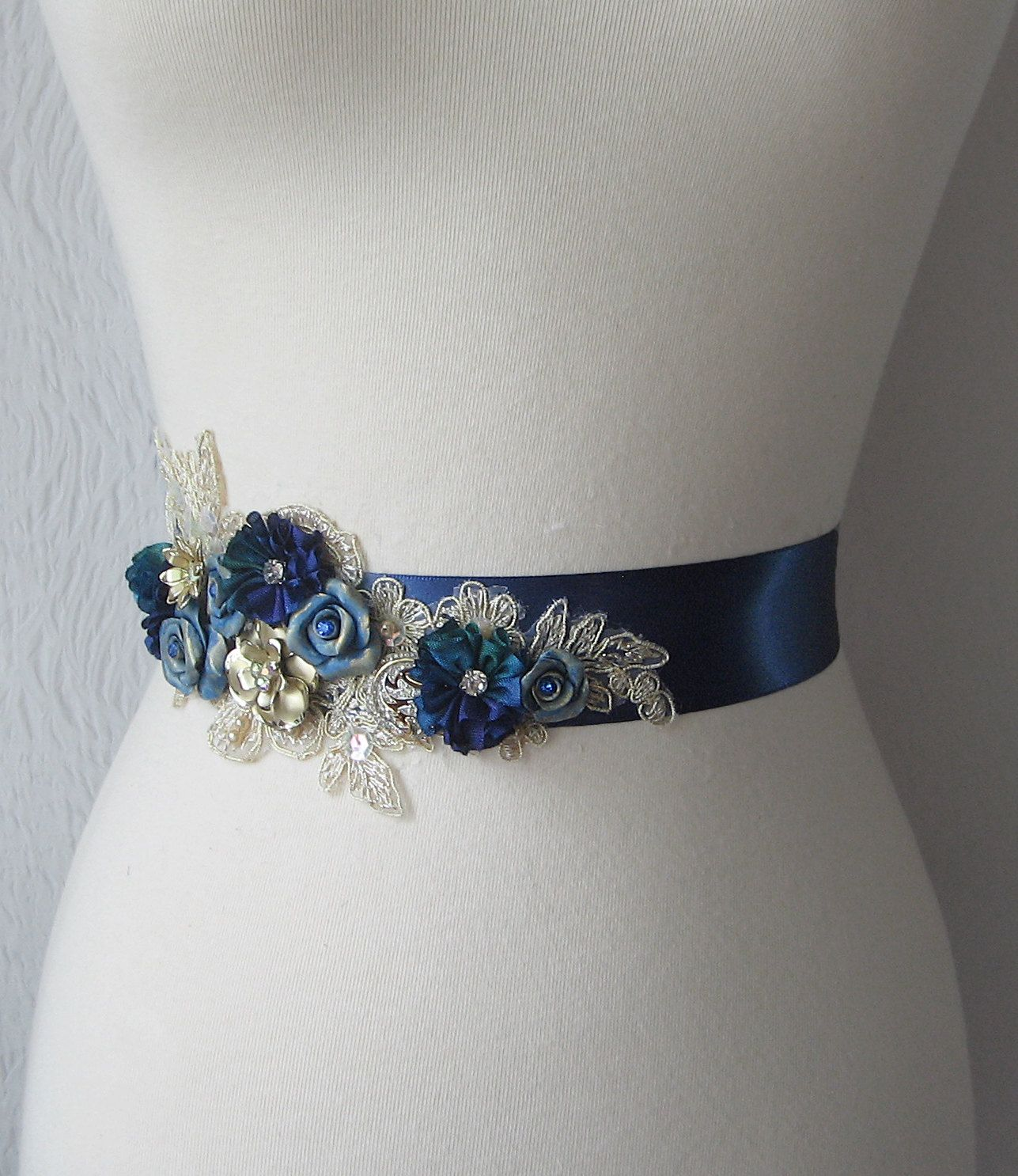 navy sash Dream in blue Broderie perlée, Ceinture de