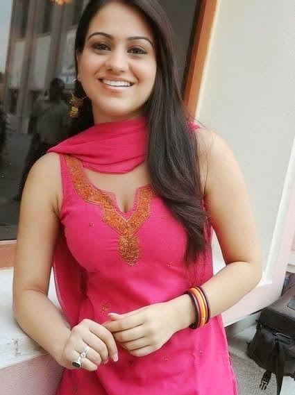 Girls Wallpapers: Punjab Univirsity girls Pictures
