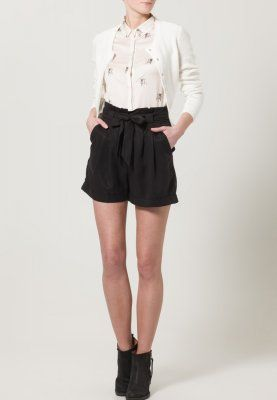 mint & berry Shorts 44,95€