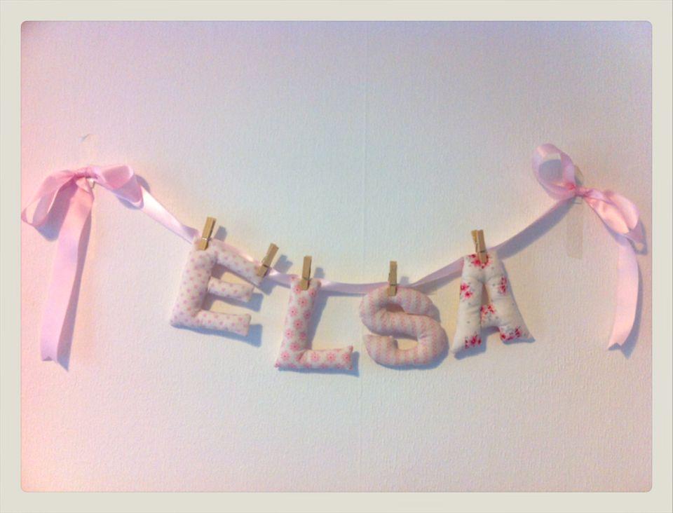 Guirnalda letras de tela en tonos rosas. www.buoh.es