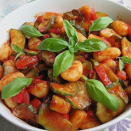 Photo of Gnocchi-Salat mit Zucchini und Paprika von TortillaGirl   Chefkoc