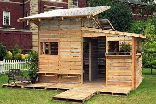Fabriquer Un Abri De Jardin Avec Des Palettes Maison En Bois De Palettes Abri De Jardin Palettes En Bois Recyclees