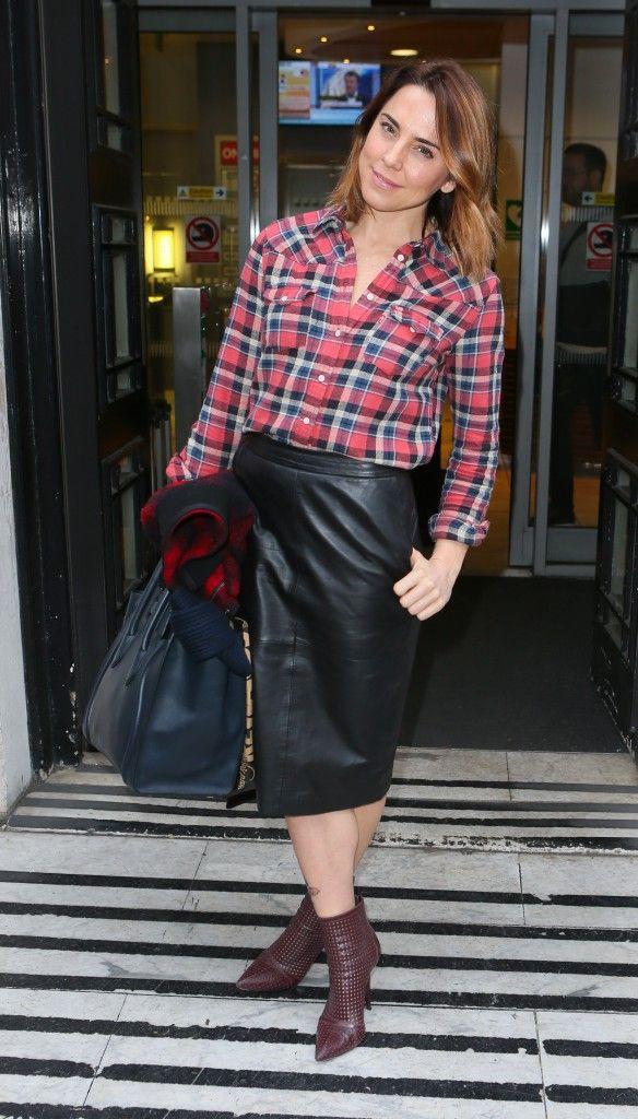 Δερμάτινη φούστα και καρό πουκάμισο  Ένας τέλειος συνδυασμός - JoyTV 22363ee4915
