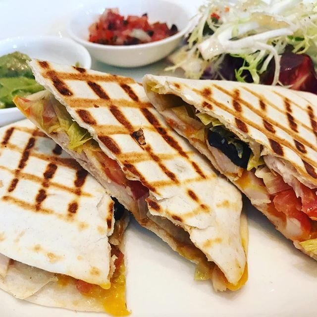 gigi._hcheesytreat,ham,olives,flavor,combination,tomatoesQuesadilla#Tomatoes#Olives#Ham#Flavor#Combination#CheesyTreat