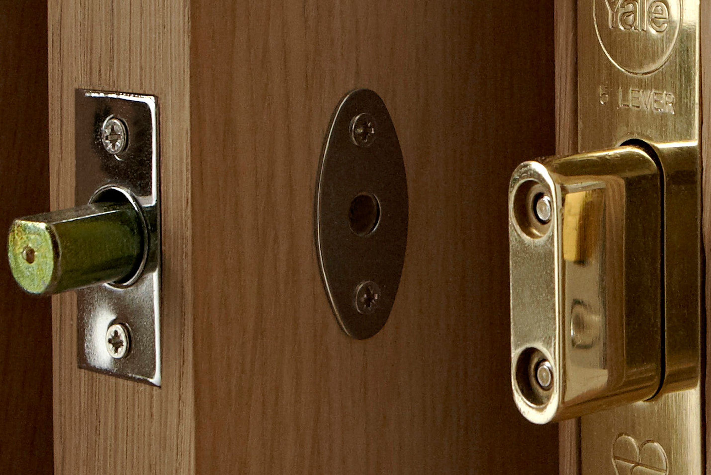 Door And Window Locks Buying Guide Help Advice Diy At B Q Front Door Locks Types Of Doors Doors
