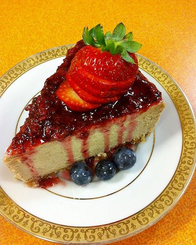 Its not too hard to make a perfect cheesecake, and this video tutorial makes it even easier!