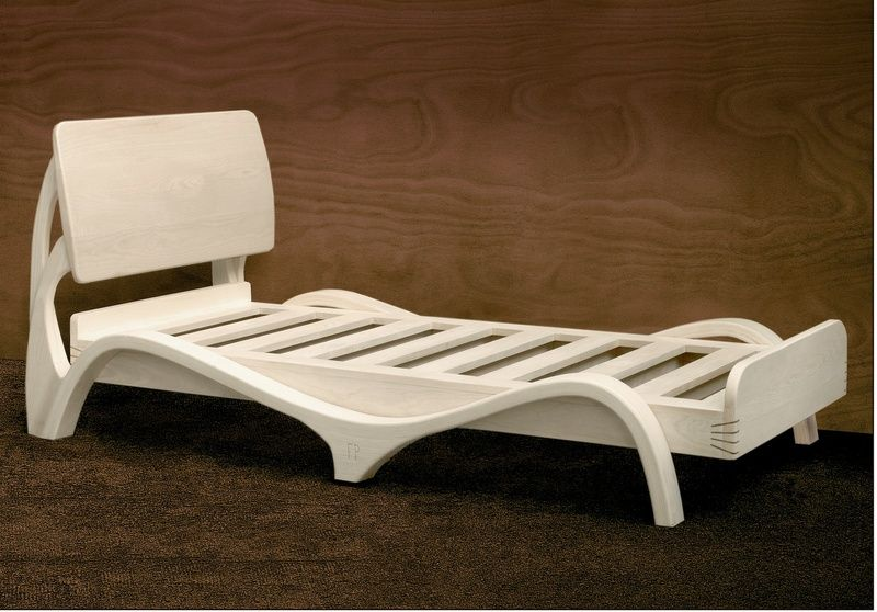 Eschenholz Bett von Dimisco - Unusual fine woodworking auf DaWanda.com