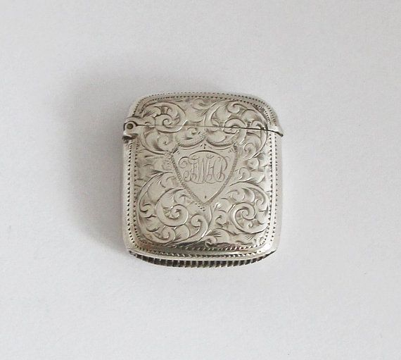 Hey, I found this really awesome Etsy listing at https://www.etsy.com/listing/120514361/1890s-petit-british-vesta-case-sterling