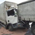 Neuss – Gegen 09:50 Uhr ereignete sich auf der A46, am heutigen Mittwoch den 15.06.2016 in Fahrtrichtung Heinsberg, ein schwerer Verkehrsunfall zwischen zwei Lkw. Ein Fahrer erlitt dabei tödliche Verletzungen.Die beiden Fahrzeuge, ein Lkw mit Auflieger, be