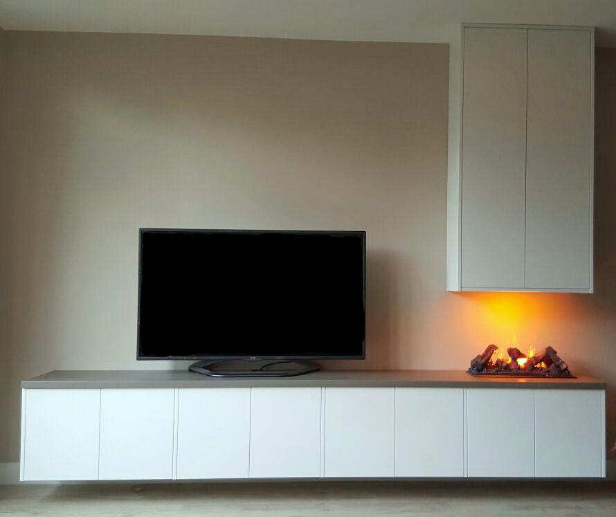 zwevend tv meubel met push to open deurtjes en ingebouwde elektrische haard wonen pinterest. Black Bedroom Furniture Sets. Home Design Ideas
