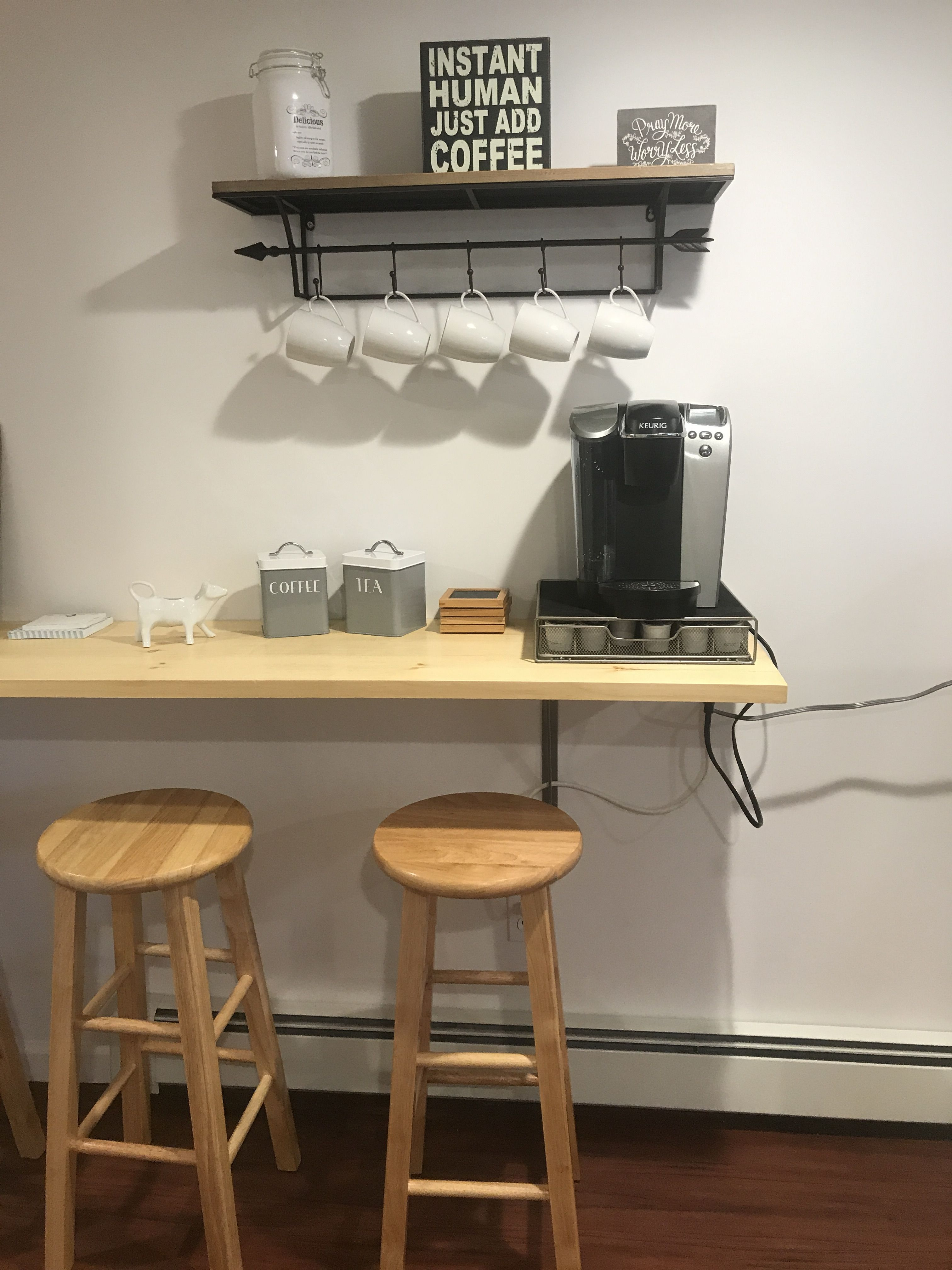 Relaxing Home Coffee Bar On Counter With Wooden Stools Below Decoracao Cozinha Pequena Decoracao De Cozinha Simples Decoracao Cozinha