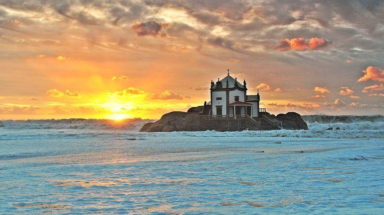 País. As espantosas lendas dos lugares santos em Portugal
