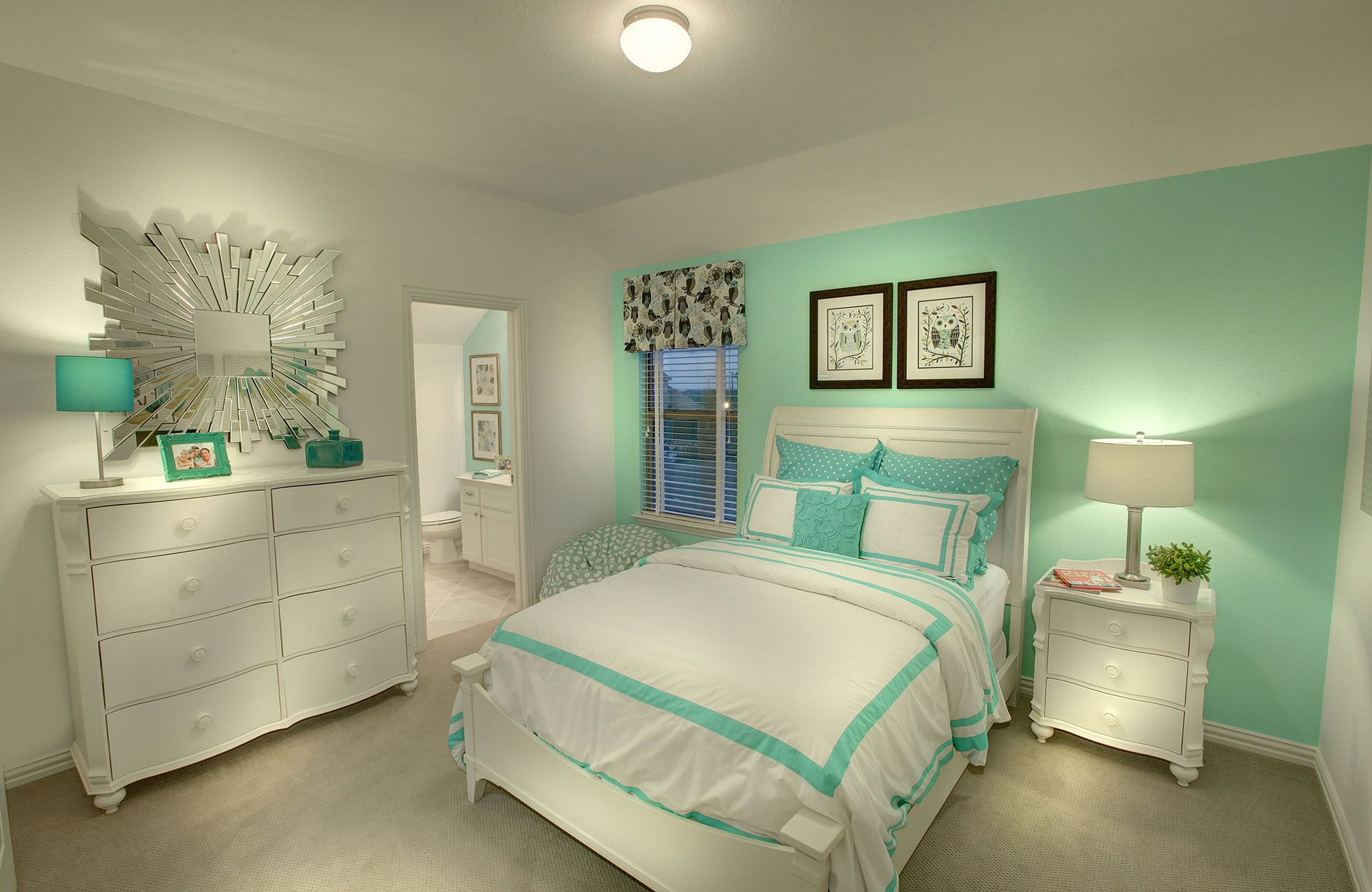 Pin by Courtney Parrish on Bedrooms in 2019 | Mint green rooms ...