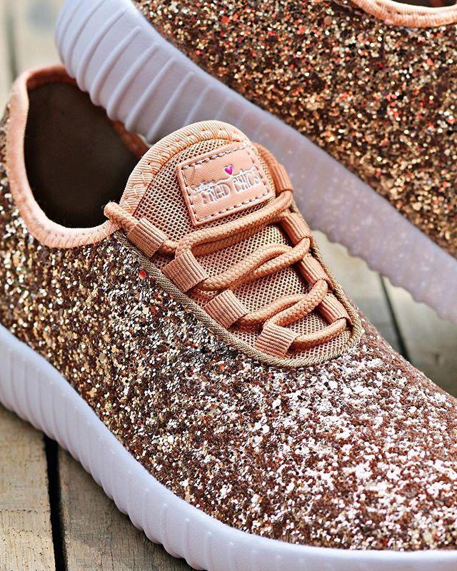 Glitter tennis shoes, Glitter sneakers