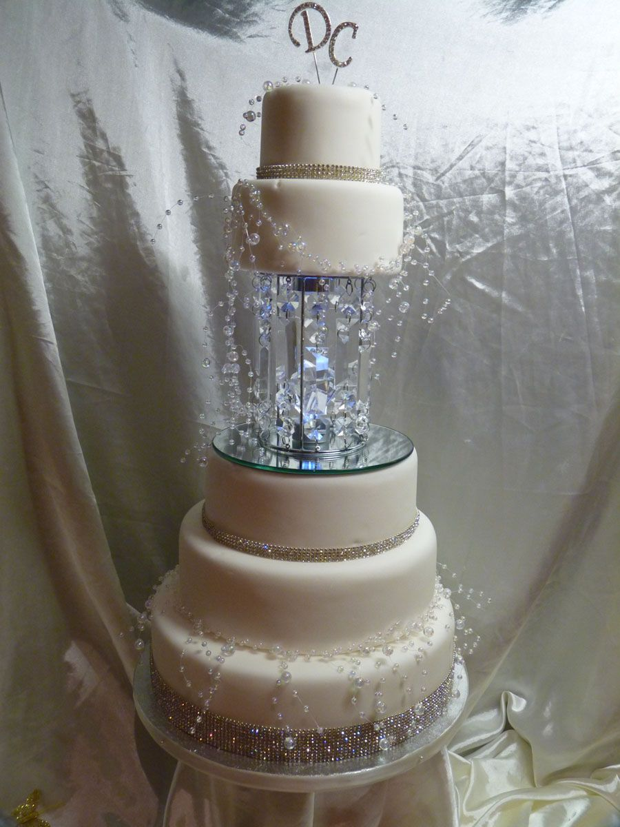 97 beautiful wedding cakes with bling buttercream wedding cake with bling stunning cakes. Black Bedroom Furniture Sets. Home Design Ideas