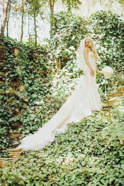 This bride is bringing us into her fairytale: http://www.stylemepretty.com/little-black-book-blog/2014/11/05/vintage-chic-bel-air-estate-wedding/ | Photography: Tyler Branch - http://tylerbranchphoto.com/