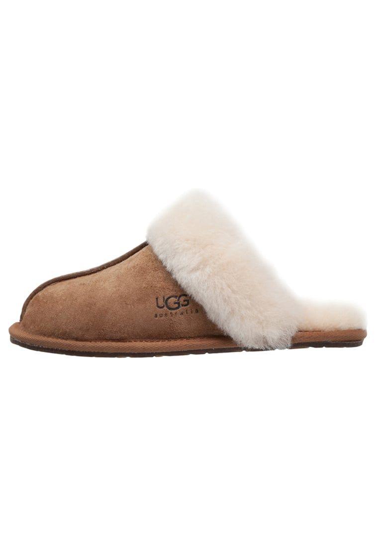 14bebe7c320 ¡Consigue este tipo de zapatillas de casa de UGG ahora! Haz clic para ver