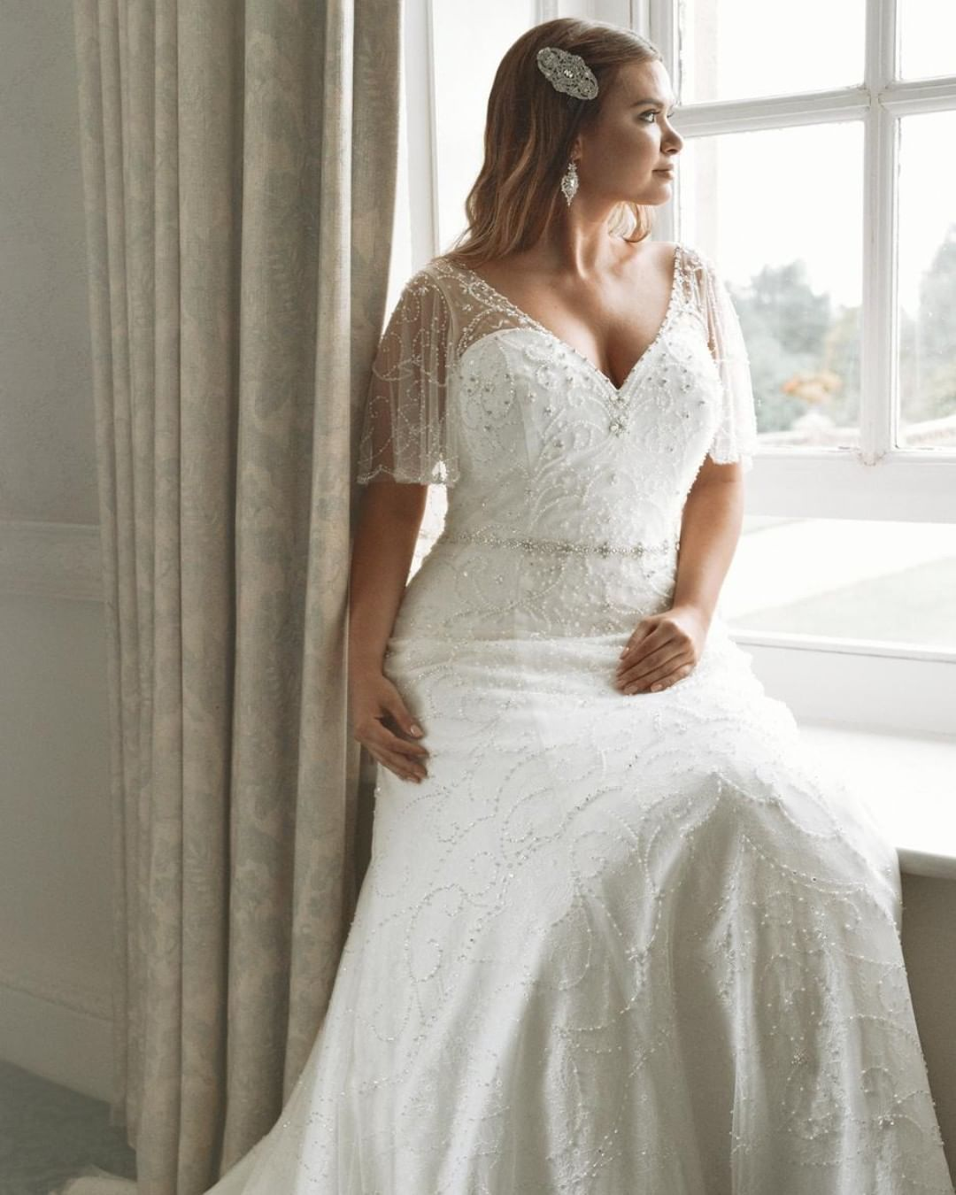 Confetti And Curves On Instagram Vintage Styling And A Truly Elegant Silhouette Give This Beautiful Curvy Wedding Plus Wedding Dresses Wedding Dresses Simple [ 1350 x 1080 Pixel ]
