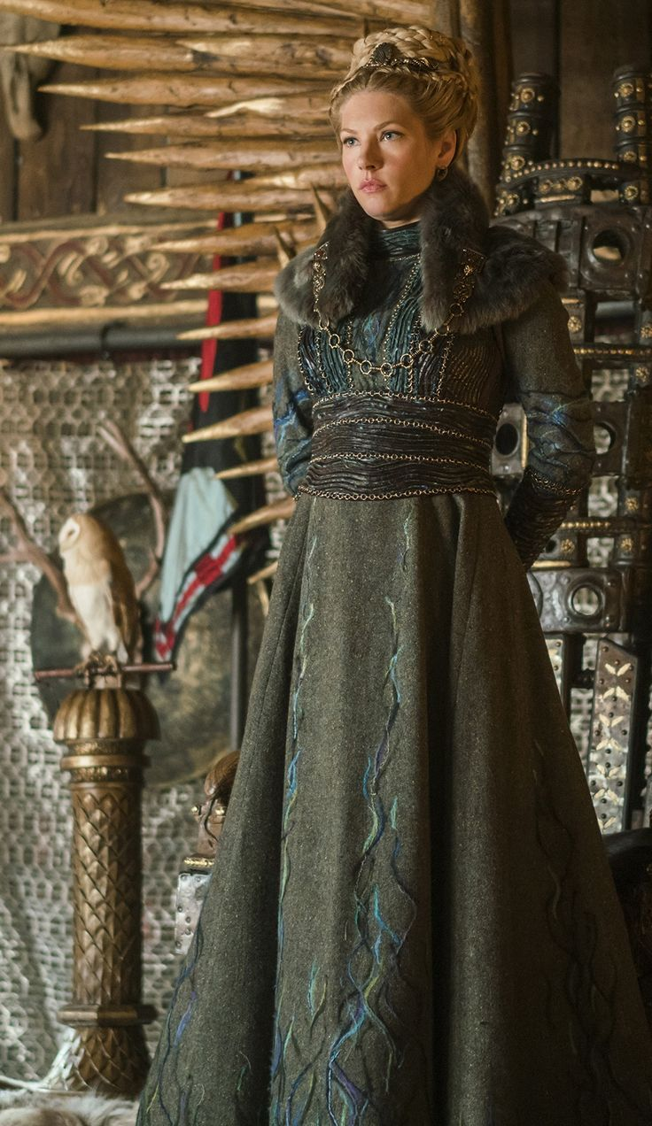 Lagertha's costume designer has been watching to... - #costume #designer #Lagerthas #watches #watching #gameofthrones
