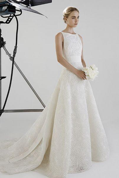 elegantes y sofisticados vestidos de novia cuello barco 2016 image