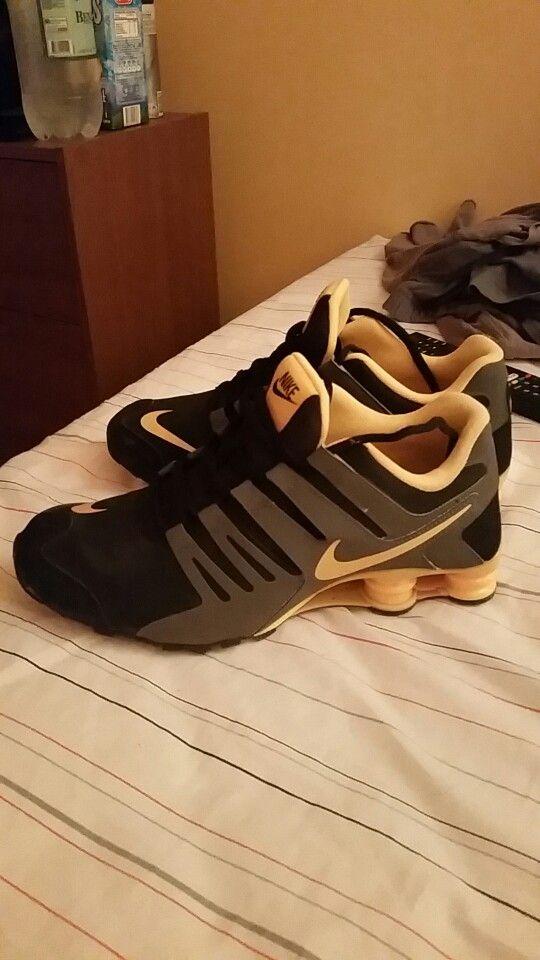 Gárgaras Obstinado Específicamente  Nike shox negra - gris - amarillo | Adidas sneakers, Adidas gazelle  sneaker, Sneakers
