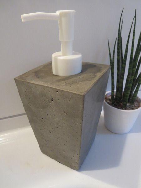 seifenspender unikat von beton z art auf beton pinterest seifenspender. Black Bedroom Furniture Sets. Home Design Ideas