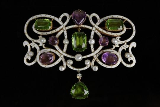 Lot 292 - An amethyst, peridot, pearl and enamel brooch/pendant, possibly of Suffragette interest, of