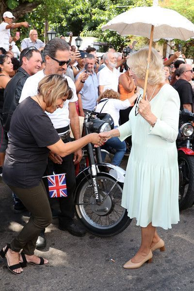 Camilla Parker Bowles Photos Photos: The Prince Of Wales And Duchess Of Cornwall Visit Cuba #visitcuba Camilla, Duchess of Cornwall is greeted by locals at a British Classic Car event on March 26, 2019 in Havana, Cuba. Their Royal Highnesses have made history by becoming the first members of the royal family to visit Cuba in an official capacity. - The Prince Of Wales And Duchess Of Cornwall Visit Cuba #historyofcuba Camilla Parker Bowles Photos Photos: The Prince Of Wales And Duchess Of Cornwal #visitcuba