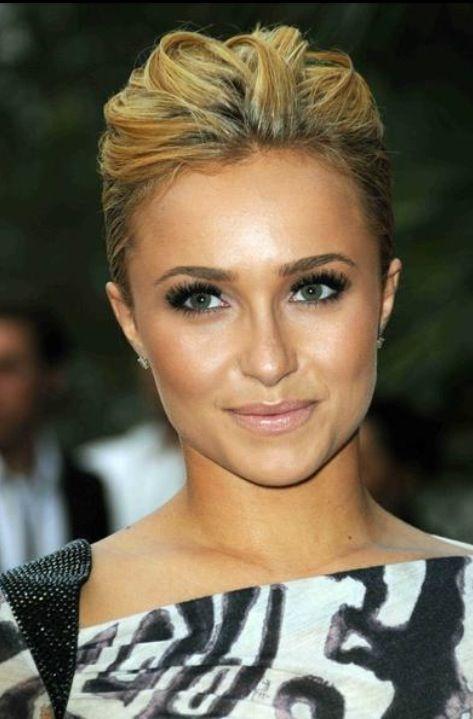 Hayden Panetierre- Her make up looks amazing here!