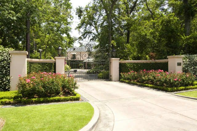 Neo Classical Country Club Estate - $8,300,000 | Entrance gates ...