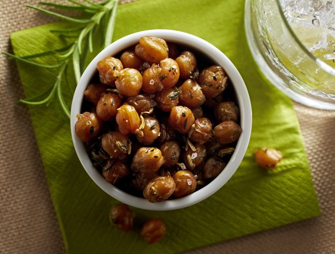 The classic Tuscan flavors of fennel and rosemary make this chick peas recipe a healthy side or side dish for a holiday party.