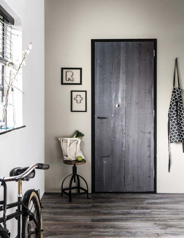Karwei bekleed een deur met een deursticker met een for Binnendeuren karwei