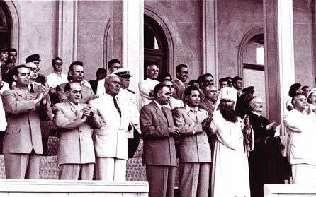 23 august 1953. De izq a derch: G. G. Dej, Gheorghe Apostol, y el Patriarca Justiniano (como se ve, el comunismo no persiguió a la iglesia, sino que, al contrario, esta continuaba demasiado cercana al poder)