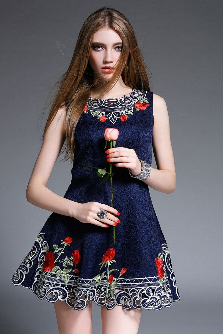 45879514ec Embroidered Black Dress with Roses Vestidos Bordados