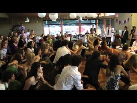 60 people flash mob to Twist and Shout at weddingmov