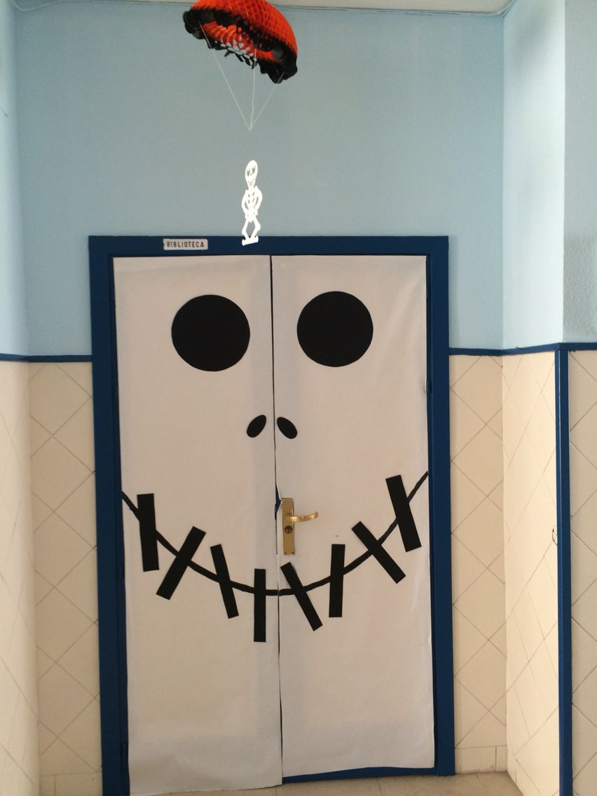 Puerta decorada para halloween espacios y decoraci n for Puertas decoradas halloween calabaza