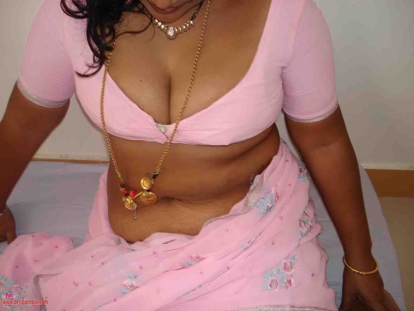 Has big nude aunty