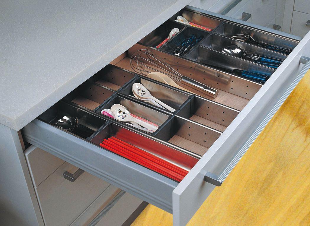 Cool ramasse couvert en pvc disponible sur wwwqamafr qama for Rangement couverts tiroir cuisine