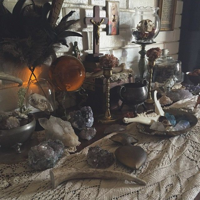 Pagan Home Decor: By Thesacreddimension On Instagram / Sacred Spaces