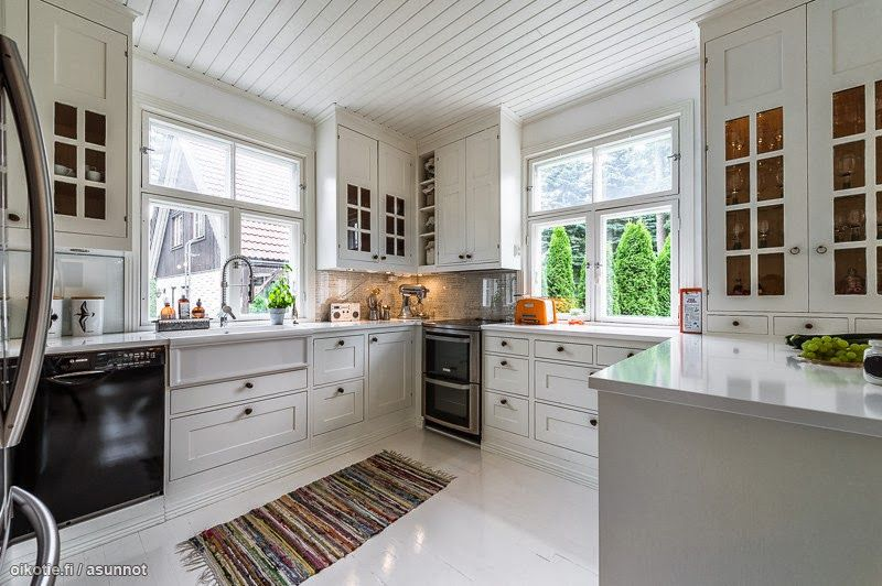 high gloss white, black appliances