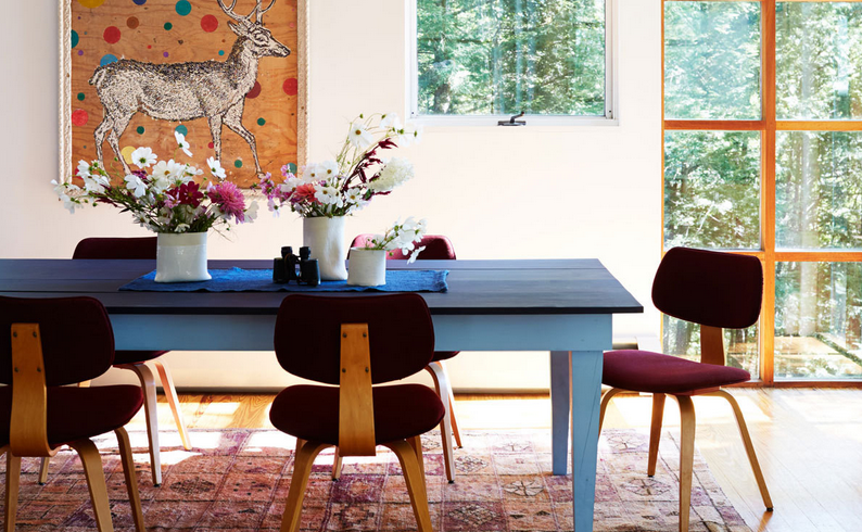 A dreamy blue dining table in a cottage retreat. | Apartment Design ...