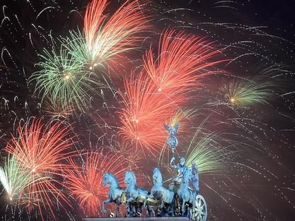 Die Silvesterparty Am Brandenburger Tor Silvesterparty Silvester Berlin Silvester Feuerwerk
