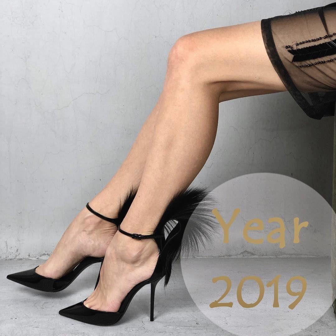Kochani Zyczymy Wam Aby Nowy Rok 2019 Przyniosl Wam Wiele Radosci Milosci Oraz Sukcesow W Pracy Sandals Heels Heels Weitzman