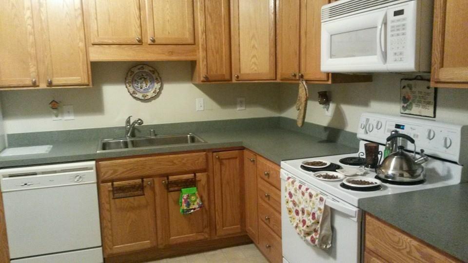 Original Kitchen Oak Cabinets Green Laminate Counter Tops White Appliances Laminate Countertops Oak Cabinets Laminate Counter