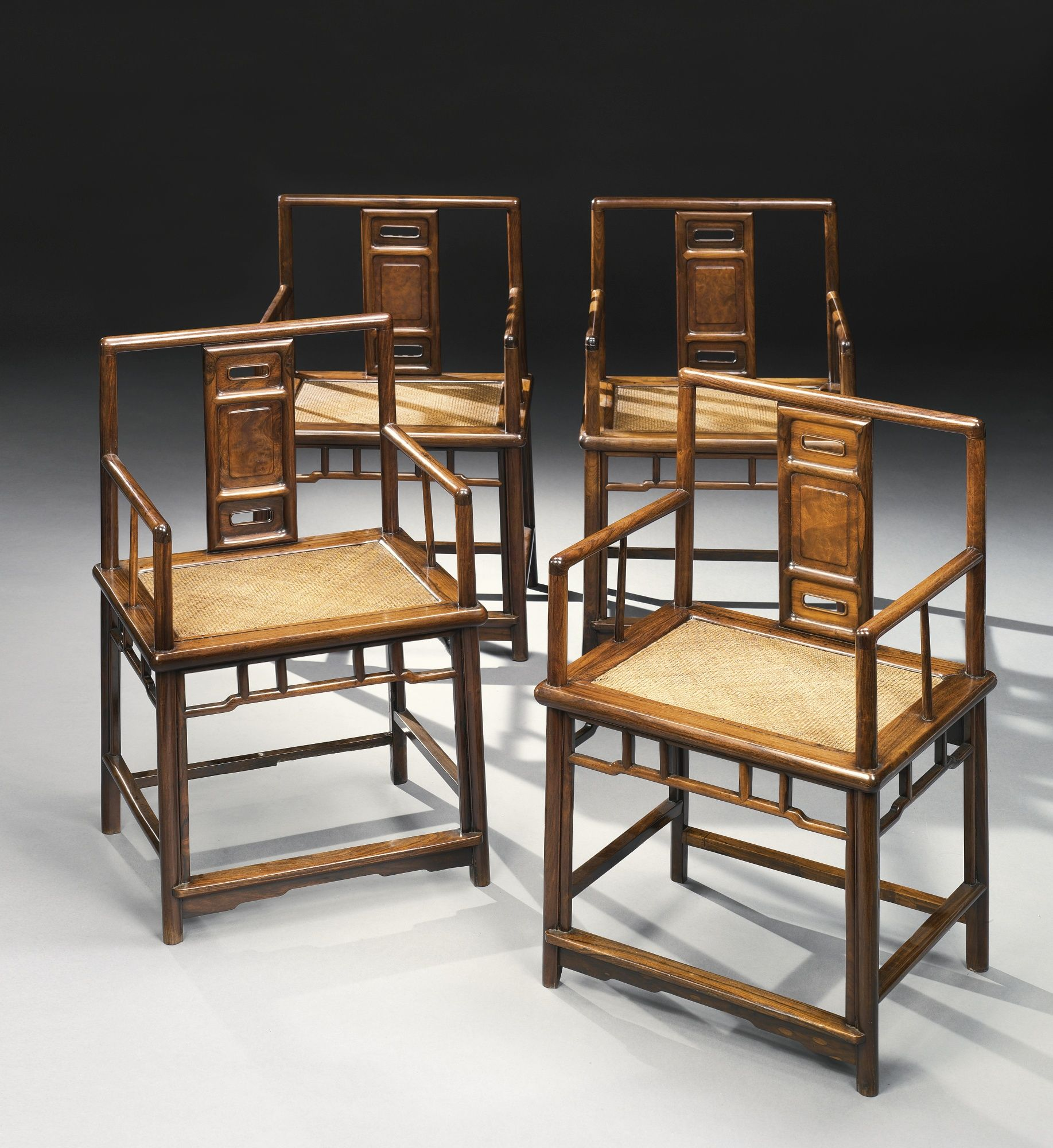 Four Huanghuali And Hardwood Lowback Armchairs Meiguiyi Br Qing Dynasty 18th Century Lot Sotheby S Ghế