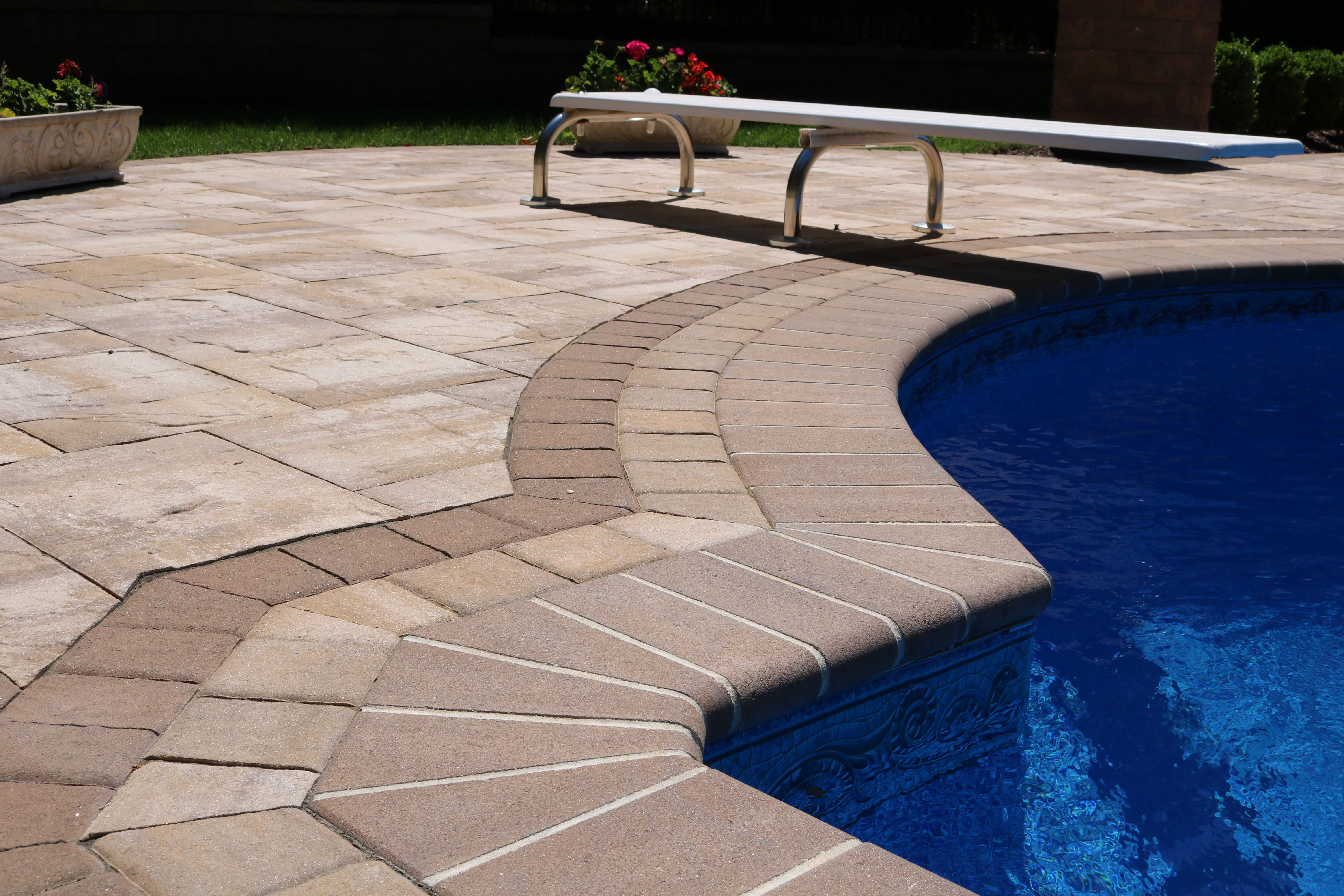 Deciding which pavingstones to use in your backyard? Just click on this picture to view more of the amazing Cambridge Pavingstones and your decision will be made in seconds. Installation: Five Star Landscaping