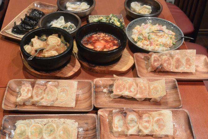 若者に人気の秋葉原から徒歩圏内の岩本町に餃子食べ放題のお店がありました。餃子は全て、注文を頂いてから皮から手作り。他ではなかなか食べられない、カニ餃子やふかひれ餃子、ホタテ餃子など色んな種類が用意されていました。新年会はもちろん、歓迎会や送別会での利用や秋葉原や岩本町、神田での買い物帰りなどにお友だちとがっつり食べたい時におすすめしたいお店です。(送別会・歓迎会・秋葉原・神田)