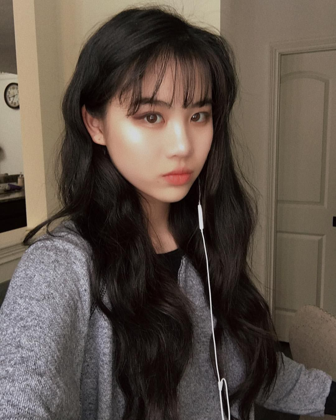 Does Anyone Remember The Choppy Bangs Thank You Everyone For An Amazing Year I Don T Think I M Goin Bangs With Medium Hair Wispy Hair Short Hair With Bangs