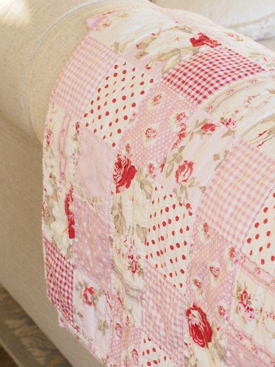 belated valentine's quilt, and subsequent impromptu peek inside my ... : impromptu quilt pattern - Adamdwight.com